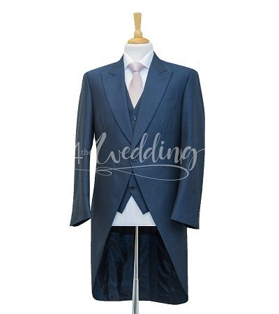 Navy blue full suit tailcoat with a light pink tie on a manikin wearing a white shirt 3
